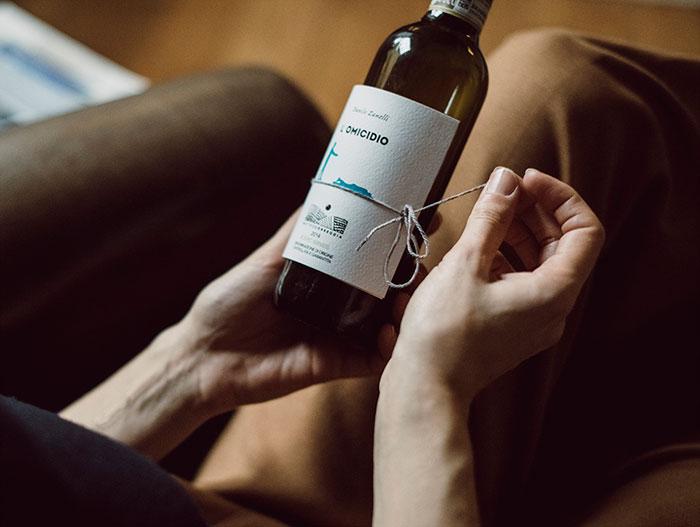wine-bottle-reading-book-labels-librottiglia-4